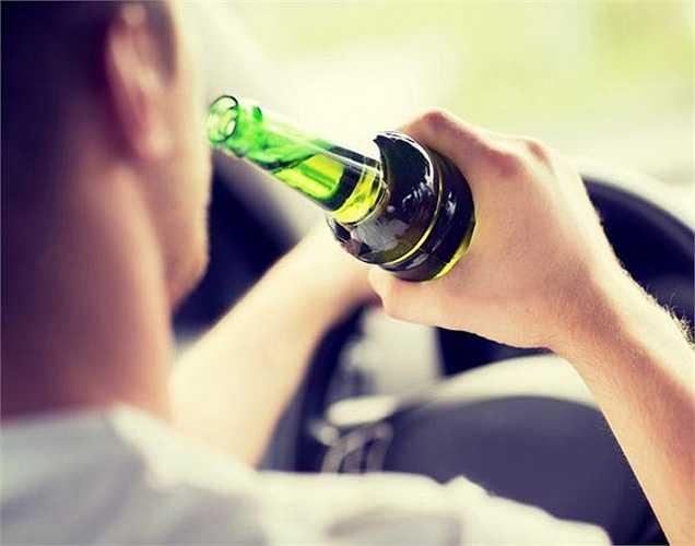 Đàn ông hay uống rượu quá mức và liên quan đến tai nạn giao thông gây tử vong do rượu hơn so với phụ nữ.