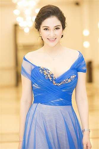 Với Nguyễn Thị Huyền, dường như sóng gió cuộc sống càng làm cô trở nên đẹp mặn mà và quyến rũ hơn.