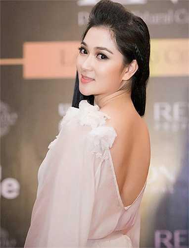 Nguyễn Thị Huyền và Mai Phương Thúy xứng danh hai trong số những Hoa hậu đẹp nhất Việt Nam.