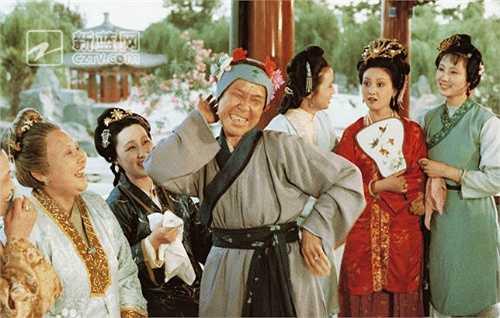 Phục trang và hóa trang của phim do Sử Đình Cần và Dương Thụ Vân đảm nhiệm khi lên sóng truyền hình. (Nguồn: Dân Việt)