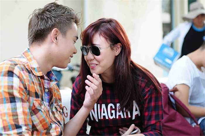 Phương Linh hơn Đông Hùng 2 tuổi và cũng là người chủ động bày tỏ tình cảm trước. Cặp đôi này cũng từng được khán giả rất quan tâm.