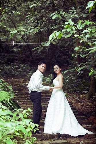 Cô vừa kết hôn lần thứ hai ở tuổi 45 với con trai danh ca Chế Linh, ca sỹ Chế Phong kém cô 4 tuổi.