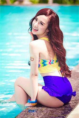 Ngắm vẻ xinh đẹp, gợi cảm của Angela Phương Trinh trong trang phục bikini, nội y.
