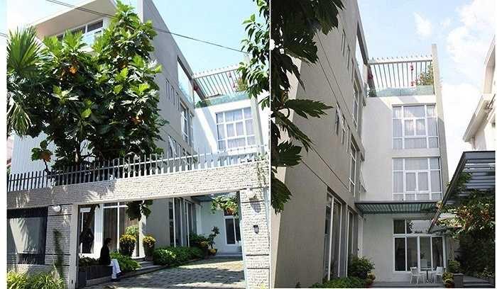 Ngôi nhà có kiến trúc trang nhã, rộng thoáng và thân thiện với thiên nhiên.