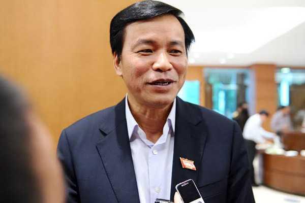 Chủ nhiệm Văn phòng Quốc hội Nguyễn Hạnh Phúc bên hành lang Quốc hội (Ảnh: VNN)