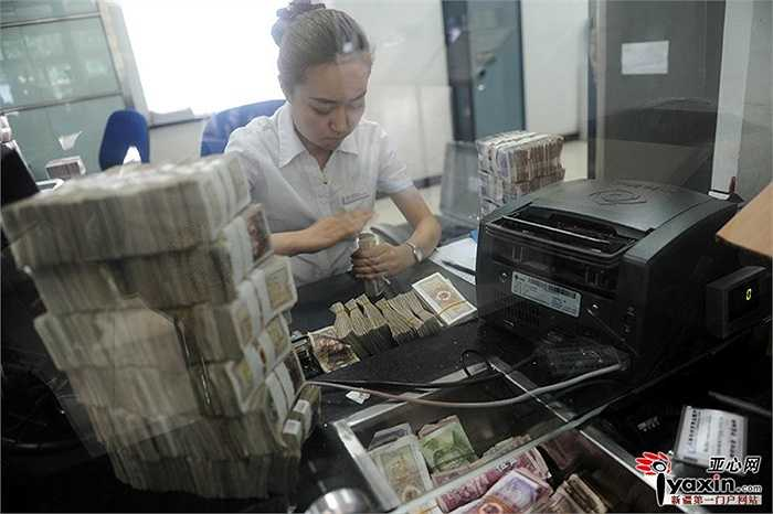 Cách đây ít hôm đã có 1 khách hàng đưa tiền lẻ đến gửi ngân hàng