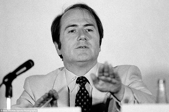 Năm 1981, Sepp Blatter trở thành Tổng thư ký FIFA ở tuổi 45. Đây là bức ảnh chụp sau đó 2 năm khi ông tới diễn thuyết tại Mexico