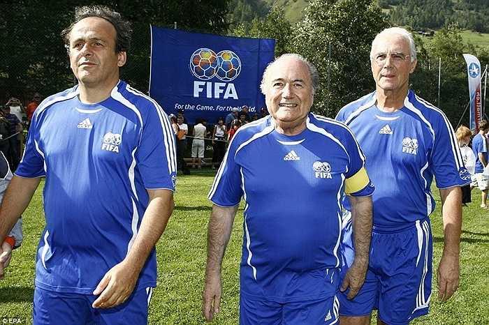 Năm 2007, Sepp Blatter tham dự 1 trận đấu giao hữu lịch sử với Michel Platini và Franz Beckenbauer tại Thụy Sỹ