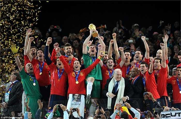 Vị lãnh đạo người Thụy Sỹ tiếp tục có vinh dự trao cúp vàng ở World Cup 2010 cho ĐT Tây Ban Nha