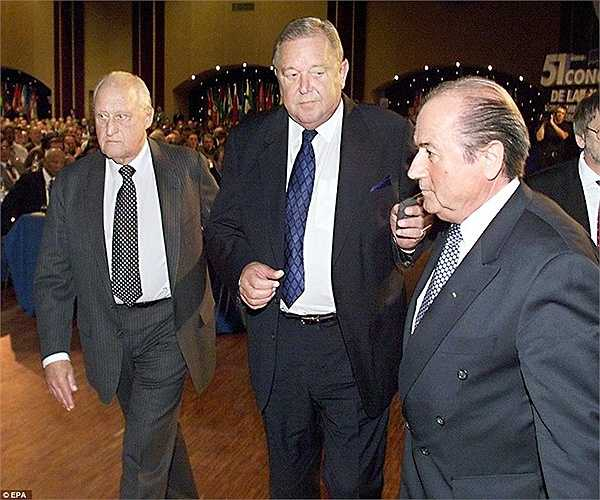 Ông đánh bại đối thủ chính Lennart Johansson, Chủ tịch UEFA, trong cuộc bầu cử tại Paris