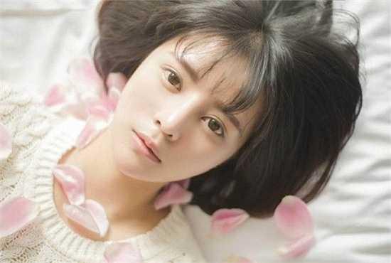 Nhiều người so sánh vẻ đẹp của Viện Thiến với những ngôi sao thần tượng tuổi teen của Nhật. Cũng có người gọi cô là 'mỹ nhân khoa học', 'nữ thần kỹ thuật'. Đa số dân mạng đều tán dương nhan sắc và trí tuệ của cô nữ sinh tài sắc vẹn toàn này.