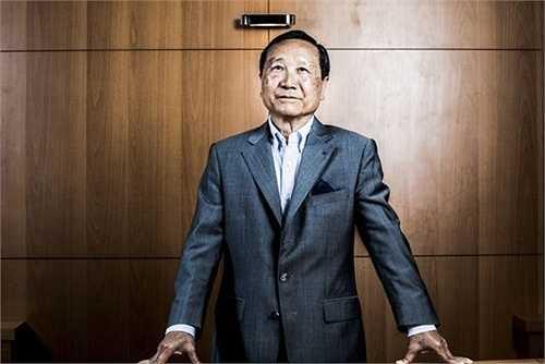 Ông Chúc Hoàng quê gốc ở Thái Bình, ông vốn được xem là vị đại gia gốc Việt, khá thành công ở Pháp. Năm 1961, ông Chúc Hoàng sang Pháp và theo học ở nhiều ngôi trường danh tiếng của Pháp như Saint-Louis, Polytechnique Paris.