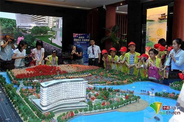 Ví dụ như công ty như Heming Island Resort và Spa cung cấp chuyến tham quan mỗi tuần