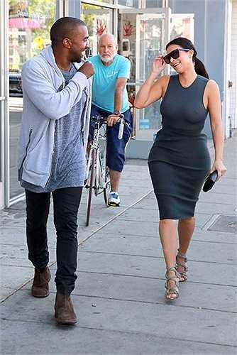 Dù có vòng 1 khá đồ sộ song Kim vẫn luôn để chúng được tự do sau những chiếc đầm bó sát.