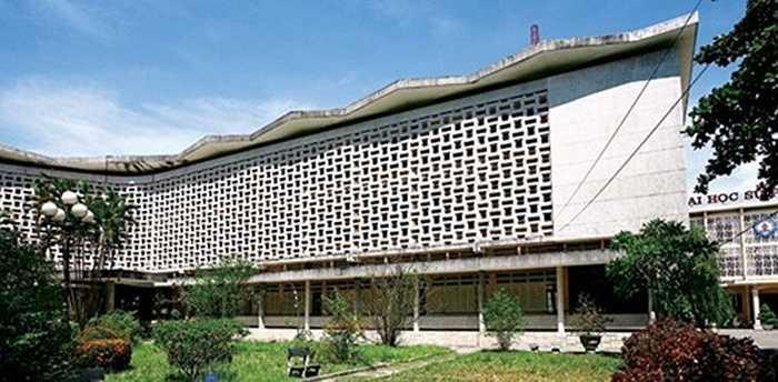 Lam chắn nắng một mặt giúp làm mát và tạo sự thông thoáng cho tòa nhà, mặt khác còn giúp giảm tiếng ồn hiệu quả, chắn bụi tốt.