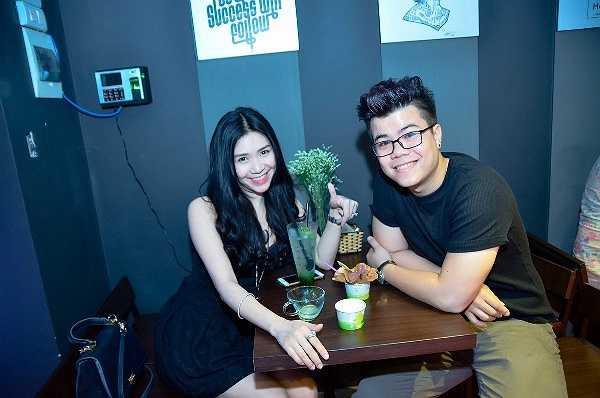 Nhiều hot boy, hot girl Hà Thành như ca sỹ Yanbi, ca sĩ Đinh Mạnh Ninh, diễn viên Ngô Lệ Quyên, Thanh Bi, Quỳnh Kool, Quỳnh Mun đã cùng có mặt trong một sự kiện để cùng xả nhiệt ngày hè.