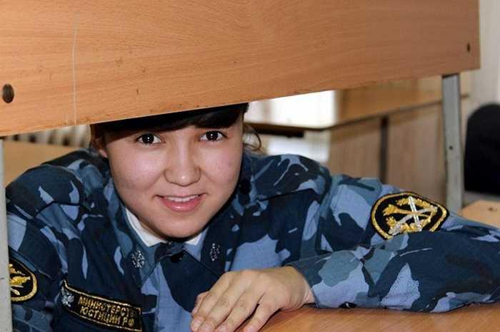 Nữ quản giáo xinh đẹp trong các trại giam Nga