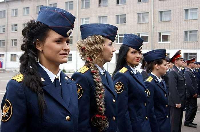 Các nữ quản giáo trước giờ làm nhiệm vụ