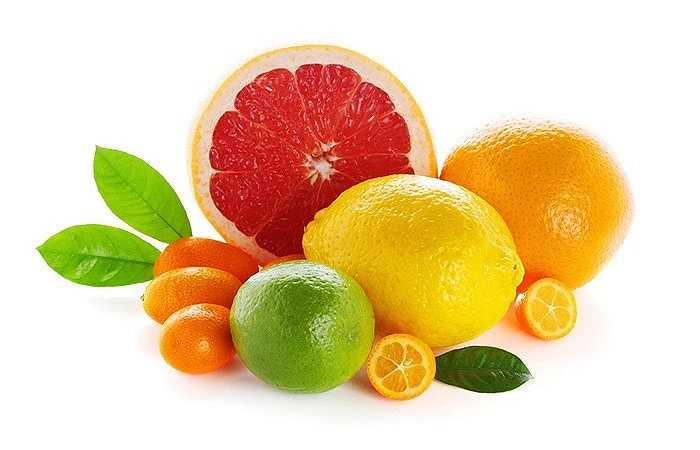 Cam: Có chứa một lượng lớn axit hữu cơ, axit tactric, axit xitric, cam nếu ăn lúc đói sẽ khiến cho lượng axit trong dạ dày tăng mạnh, gây kích thích không tốt cho niêm mạc dạ dày, làm dạ dày trương phồng, tràn thừa axit. Từ đó, khiến bạn có cảm giác càng đói hơn và gây đau dạ dày nặng hơn.