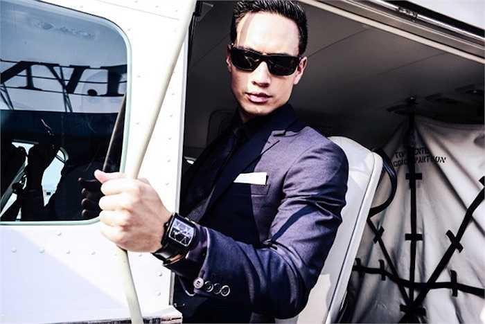 Kim Lý vừa kết hợp cùng nhiếp ảnh gia Tô Thanh Tân và đạo diễn hình ảnh Henri Hubert thực hiện bộ ảnh đặc biệt với thuỷ phi cơ.