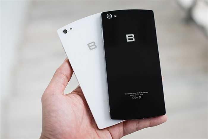 Bphone có các dung lượng bộ nhớ trong 16GB, 64GB và 128GB, cả ba đều không tích hợp khe cắm thẻ nhớ mở rộng. Phiên bản 16GB không có lựa chọn màu trắng trong khi bản đắt nhất mạ vàng 24K Limited Edition chỉ có dung lượng 128GB và màu đen.