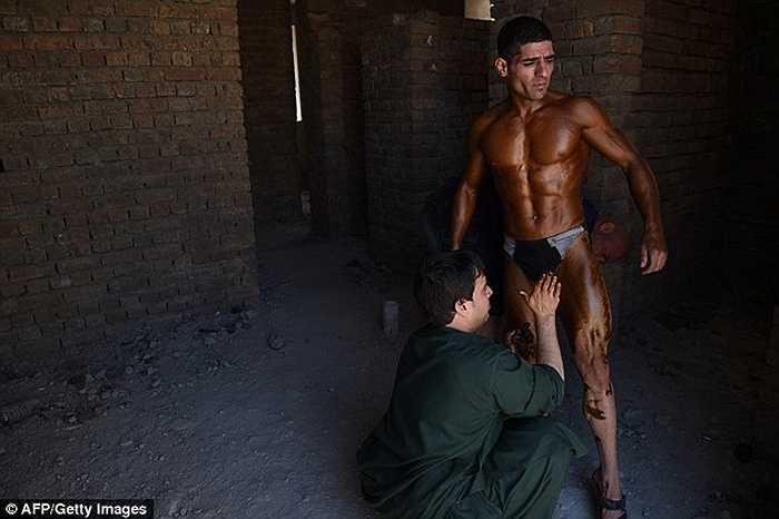 Mr Afghanistan là cuộc thi phô diễn cơ bắp dành cho các vận động viên thể hình ở quốc gia này