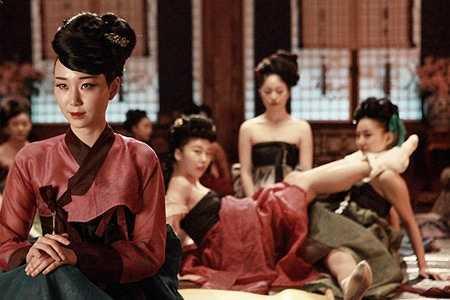 Lee Yoo Young vai Seol Joong Mae là một người phụ nữ tham vọng, muốn giành lấy trái tim của nhà vua.