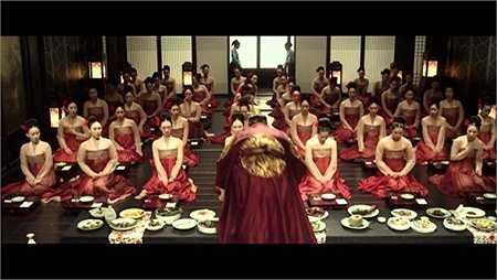 Khi các cung nữ được triệu tập trước mặt nhà vua, họ được mặc những bộ hanbok giống nhau. Lúc này, tất cả đều khoác thêm áo ngoài (jeogori) nhưng bằng chất liệu rất mỏng.