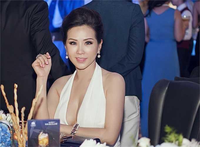 Gần đây, hoa hậu Thu Hoài hạn chế xuất hiện trong các sự kiện.