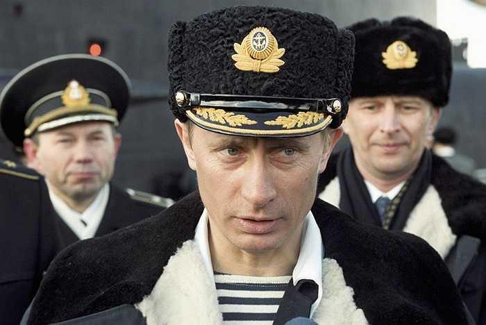 Tổng thống Putin trong một lần quan sát hạm đội tập trận tàu ngầm
