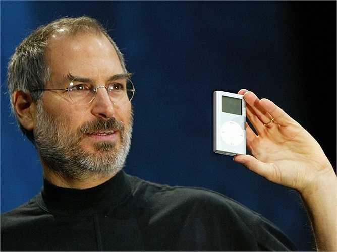 4. Steve Jobs  Ông theo học cao đẳng  Reed  sáu tháng rồi bỏ. Năm 1976, khi mới 21 tuổi, ông hợp tác với Steve Wozniak để bắt đầu công ty Apple. Vào thời điểm ông qua đời (năm 2011), tổng tài sản của ông là 10,2 tỷ USD.