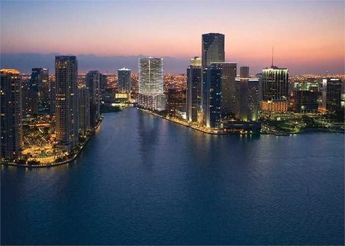 Khách sạn Epic Residences & Hotel ở Miami được cho là một trong những khách sạn sang trọng bậc nhất tại Mỹ cũng thuộc quyền sở hữu của tỷ phú này.