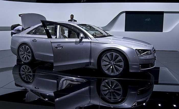 Tỷ phú Ortega sở hữu một chiếc Audi A8 bởi sự tiện nghi và thoải mái thay vì các dòng xe xa xỉ.