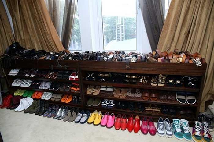 Không dừng lại ở đó, gần 700 đôi giày của nhiều thương hiệu khác nhau được Đàm Vĩnh Hưng từng tiết lộ trong tủ đồ tiền tỷ của nam ca sĩ.