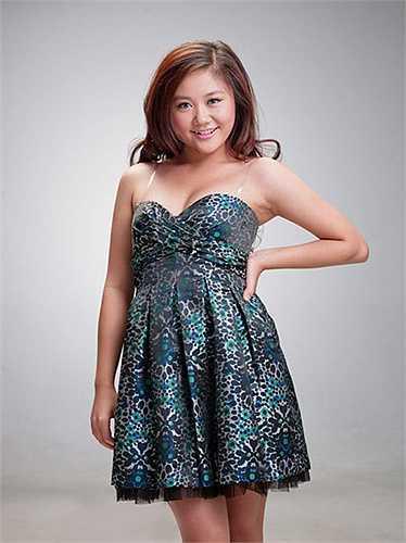 1. Văn Mai Hương: Thí sinh nhỏ tuổi nhất của Vietnam Idol 2010 gây ấn tượng với khán giả bởi nhỏ tuổi nhưng giọng hát không thường chút nào, và đặc biệt là thân hình tỷ lệ thuận với giọng hát. Cô nàng mũm mĩm và hơi thừa cân khi tham gia chương trình này.