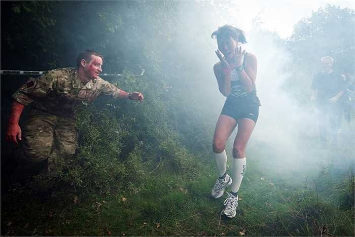 Cuộc thi chạy trốn Zombie ở Saffron Walden, Anh
