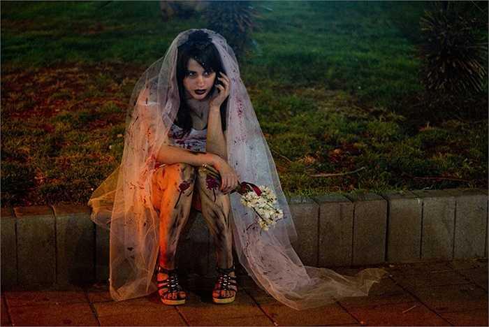 Một cô dâu zombie trên đường phố Tel Aviv, Israel
