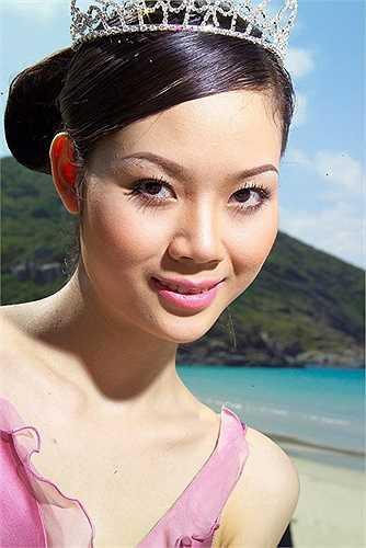 Là đại diện Việt Nam tham dự cuộc thi Hoa hậu Thế giới 2002, Mai Phương dù không có nhiều thời gian chuẩn bị nhưng với sự nỗ lực cộng thêm chút may mắn đã trở thành người Việt Nam đầu tiên lọt vào top 20 của cuộc thi Hoa hậu Thế giới.