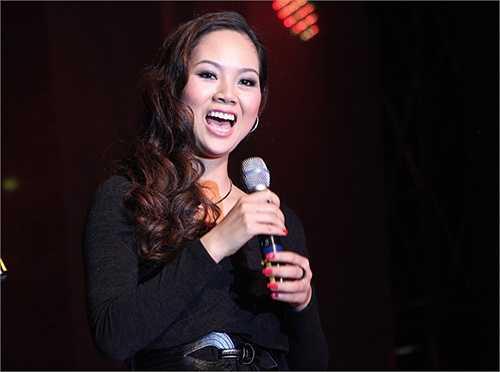 Mẹ Hoa hậu Việt Nam 2002 từng tâm sự từ ngày làm mẹ, Mai Phương đã thay đổi nhiều. Cô thức khuya dậy sớm để chăm sóc hai con trai, đồng thời cũng khéo tay nội trợ.