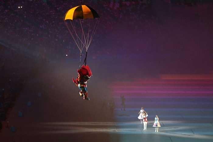 Nila, linh vật của kỳ SEA Games 28, hạ cánh xuống sân Quốc gia