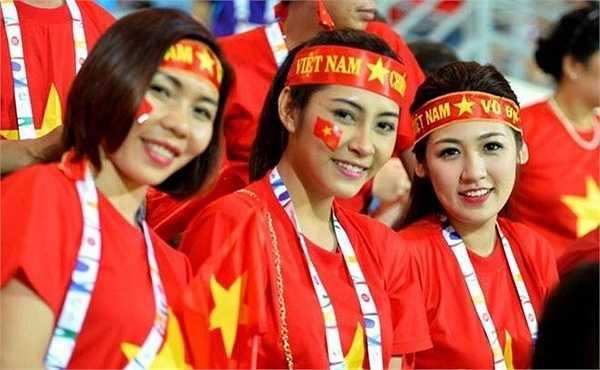 Á hậu Tú Anh, Nữ hoàng điền kinh Việt Nam Vũ Thị Hương và Hoa hậu Đại Dương Việt Nam 2014 Đặng Thu Thảo cũng xuất hiện trong vai trò đại sứ của đoàn thể thao Việt Nam
