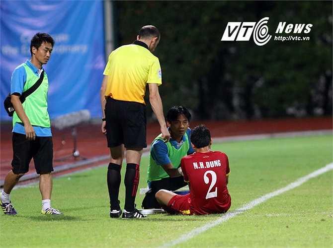 Trong trận đấu hôm qua, U23 Việt Nam gặp tổn thất khi Hữu Dũng chấn thương phải vào viện sớm. (Ảnh: VSI)