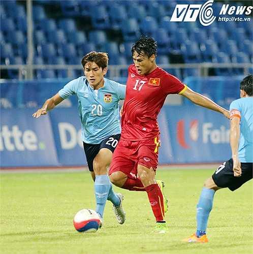 Mạc Hồng Quân là tiền đạo duy nhất có khả năng tì đè, tạo áp lực. Khi anh vào sân, U23 Việt Nam chơi sắc sảo hơn rất nhiều. (Ảnh: VSI)