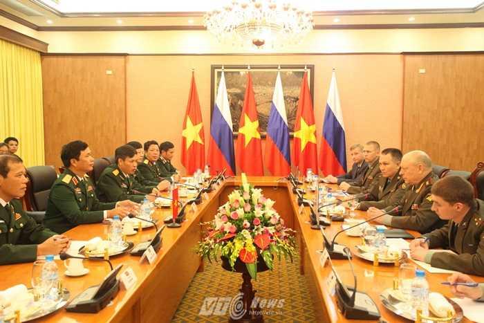 Trung tướng Nguyễn Quốc Khánh và Thượng tướng Saliukov Oleg Leonidovich hội đàm