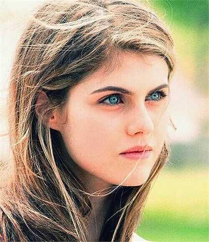 Alexandra nhận được vai diễn đầu tiên trong sự nghiệp khi mới 13 tuổi. Tuy chỉ xuất hiện một vài phút ngắn ngủi nhưng cô nàng tỏ ra khá thích thú và coi đó là kỷ niệm đáng nhớ trong đời.