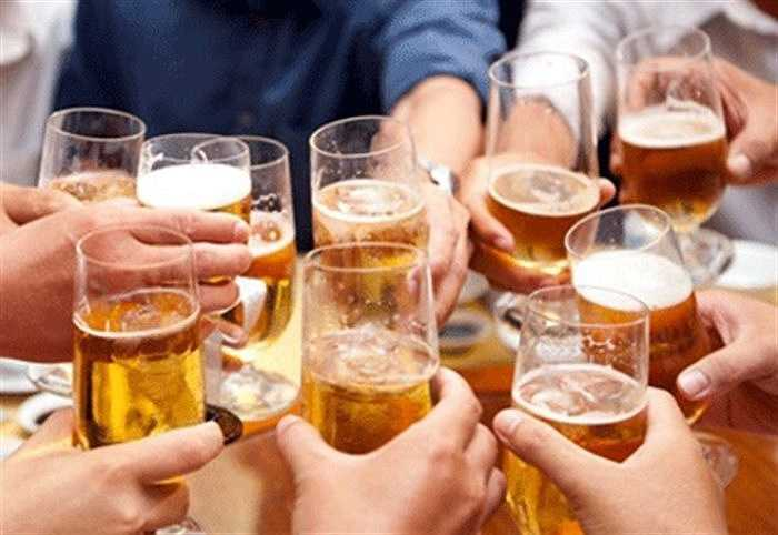 Uống quá nhiều bia giải khát sẽ gây tác động xấu cho khả năng 'xung trận' của 'cậu nhỏ' và sức khoẻ của tinh trùng. Lạm dụng bia hơi sẽ khiến testosterone bị suy giảm, chất lượng tinh trùng thấp, khó thụ thai.