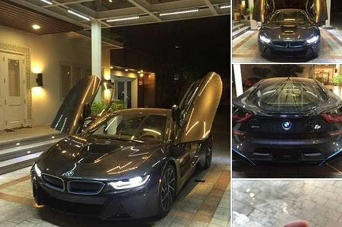 Chưa rõ giá của BMW i8 khi được nhập khẩu về Việt Nam là bao nhiêu. Tại thị trường Mỹ, i8 có giá khởi điểm 136.000 USD. Trong khi đó, tại thị trường Malaysia giá bán i8 lên đến 1,188 triệu RM, khoảng 7,13 tỷ đồng.