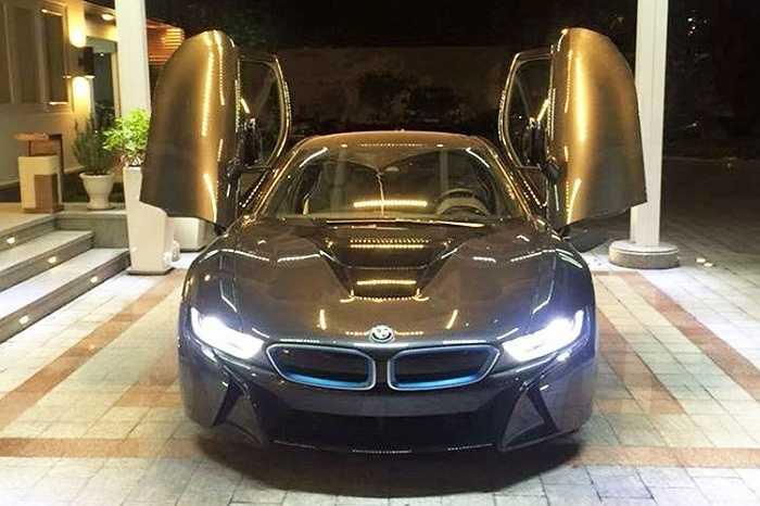 BMW i8 vốn được coi là hàng 'nóng' của giới chơi xe xịn bởi thiết kế táo bạo và công nghệ động lực tiên tiến, thân thiện môi trường.