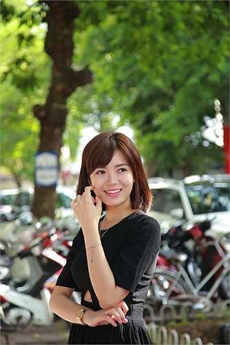 Nụ cười đẹp tựa nắng mùa thu của Tú Linh.