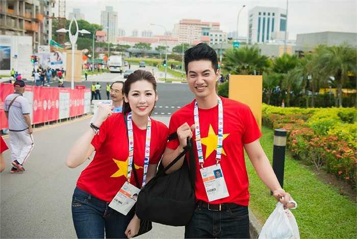 Bên cạnh đó phải kể đến đại sứ SEA Games lần này - Á hậu Tú Anh.